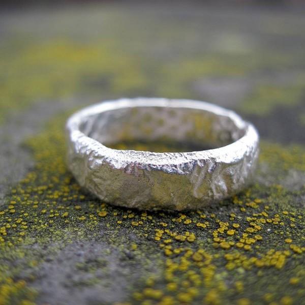 Rocky Outcrop Slim Ring - Name My Jewelry ™